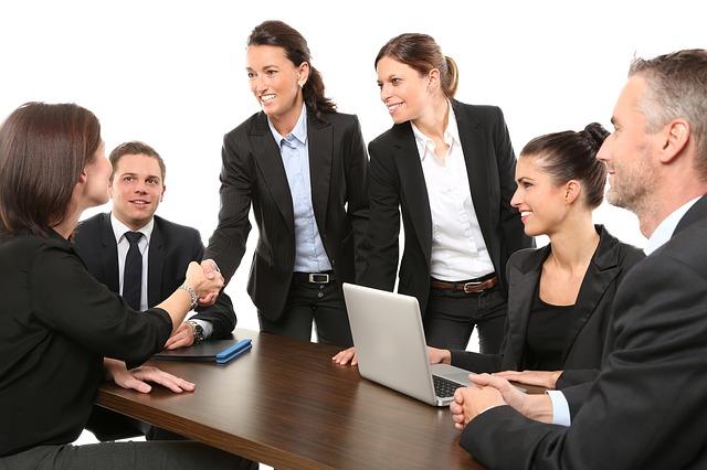 4 ejemplos de currículums originales que no te dejarán indiferente - Elocuent- Comunicación para personas